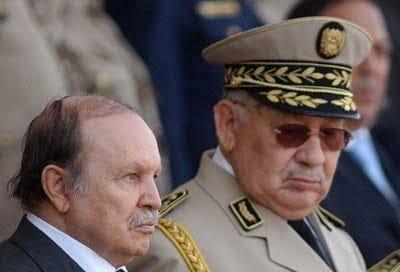 Le Président Bouteflika et le Général Ahmed Gaïd assis côte à côte