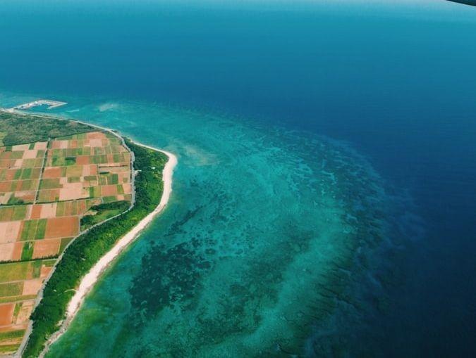 Une vude aérienne des côtes de Tahiti