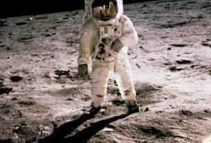 L'astronaute Buzz Aldrin marchant sur la surface de la Lune le 20 juillet 1969