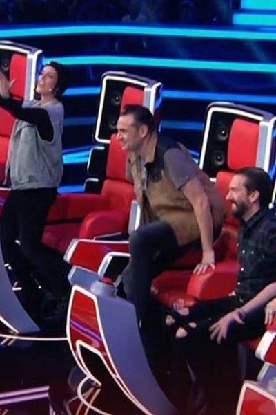 Les coachs de The Voice Kids jubilant sur leurs sièges