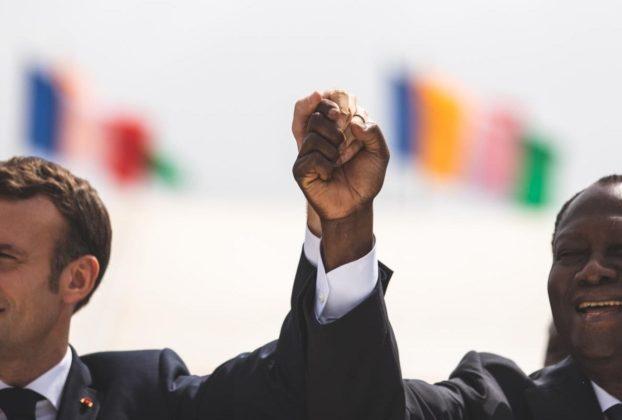Le président français Emmanuel Macron et son homologue ivoirien Alassane Ouattara, lors d'une visite d'Etat à Abidjan en décembre 2019.